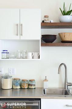 Aurora #superiorcabinets #modern #urban #kitchen #kitchenideas #cabinets #island #kitchenisland #kitchencabinets #modernkitchen #urbankitchen #whitekitchen #decor #kitchendecor #yyc #calgary #yeg #ymm #regina #saskatoon #edmonton #calgary