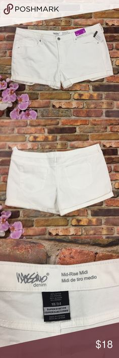 """NWT Mossimo White Super Stretch Shorts Midi Low 18 New with tags white Mossimo shorts. Super Stretch in Midi low-rise. Size 18.  Flat lay measurements: waist 21"""" rise 9.5 inseam 4"""".    B13 Mossimo Supply Co. Shorts"""