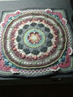 Sophies garden Crochet Potholders, Crochet Squares, Crochet Granny, Crochet Afghans, Crochet Blankets, Granny Squares, Crochet Home, Cute Crochet, Crochet Yarn