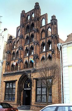 Wismar: Alter Schwede Top Destinations, Germany Travel, Alter, Travel Guides, Trip Planning, Raven, Cities, Multi Story Building, Mansions