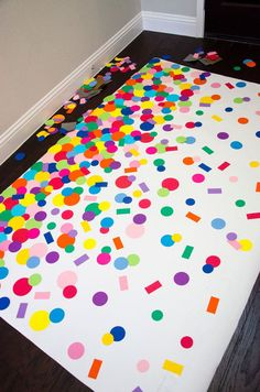 DIY Homemade Confetti Backdrop by Lindi Haws of Love The Day [Gus' birthday? Picture Backdrops, Diy Photo Backdrop, Diy Photo Booth, Photobooth Backdrop Diy, Backdrop Ideas, Diy Birthday Backdrop, Birthday Party Decorations, Homemade Party Decorations, Diy Confetti