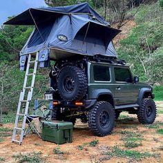 "7,436 Beğenme, 53 Yorum - Instagram'da AARMED survival (@aarmedgear): ""Very cool little Suzuki with a rooftop tent, looks like a great little overlander. ⛺️   #Suzuki…"" Roof Top Tent, Monster Trucks, Rooftop, Offroad, 4x4, Samurai, Survival, Suzuki Jimny, Camping"