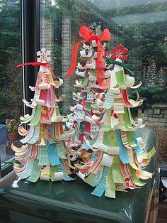 Sapin de Noël en languettes de papier extrait du super blog de Appelsientje
