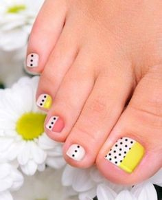 Need some nail art inspiration? Take your pedicure to a whole new level with these cute and easy toenail art designs. Toenail Art Designs, Pedicure Designs, Pedicure Nail Art, Toe Nail Art, Easy Nail Art, French Pedicure, Pedicure Ideas, Toe Nail Designs Summer, Toe Nail Designs Easy