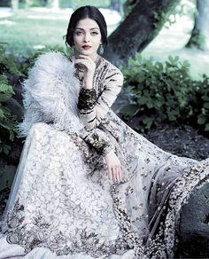 Aishwarya Rai Bachchan Hot HD Wallpapers- etcfn.com