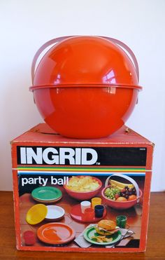 Vintage Ingrid Party/Picnic Ball Set by HotCoolVintage on Etsy Picnic Essentials, Large Plates, Serving Bowls, Great Gifts, Money, Hot, Party, Vintage, Etsy