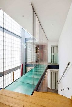 Image 7 of 26 from gallery of Family House in Barcelona / Ferrolan LAB. Photograph by Raimon Solà Casacuberta Glass Walkway, Glass Bridge, Interior Architecture, Interior Design, Interior Minimalista, Narrow House, Glass Floor, My Dream Home, Future House