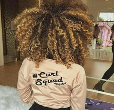 Blond hair color on Natural curly hair Big Curly Hair, Blonde Curly Hair, Coily Hair, Curly Hair Styles, Natural Hair Styles, Blonde Afro, Blonde Curls, Big Chop, Highlights Curly Hair