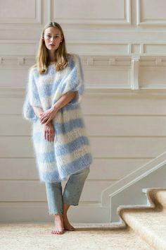 Mohair dress by Bernadette - Poncho stricken Knitwear Fashion, Knit Fashion, Mens Fashion, Fashion Tips, Mohair Cardigan, Gros Pull Mohair, Pull Bleu, Moda Casual, Sweater Weather