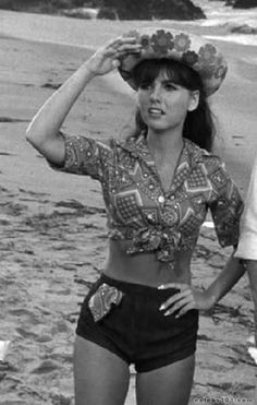 Bell Bottom Pants and Shirt Pattern Simplicity 8009 How to Sew Vintage Sewing Pattern Hip Mary Ann Gilligans Island-Authentic vintage sewing patterns: This is a fabulous original dress making pattern, not a copy. Vintage Hollywood, Classic Hollywood, Beautiful Celebrities, Beautiful Actresses, Beautiful Women, Mary Ann And Ginger, 60s Tv Shows, Tina Louise, Island Girl
