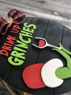 Diy Christmas Tree Topper, Grinch Christmas Decorations, Grinch Christmas Party, Christmas Tree Dress, Christmas Craft Fair, Christmas Signs Wood, Christmas Door, Christmas In July, Christmas Projects