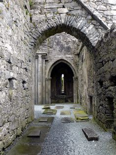 Corcomroe Abbey: Ballyvaughan, Co Clare