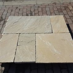 Sunset Buff Sandstone Paving Sunset Buff Sandstone Paving comes in a great selection of subtle yellow with gold, pink and brown hues. It is an economic alternative to York Stone stone and is suitable for patio's and pathways. Limestone Paving, Sandstone Paving, Paving Slabs, Paving Stones, Pergola Patio, Diy Patio, York Stone, Pathways, Exterior