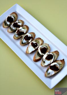 Easy Appetizer: Pesto Goat Cheese Crostini with Sweet Tomato Jam | MomTrends