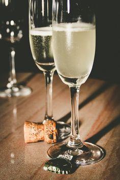 dicas-para-a-ceia-de-ano-novo-_janice-prado-fotografia Pinot Noir, Wine Photography, Prado, Wine Cheese, Antipasto, White Wine, Wines, Catering, Alcoholic Drinks