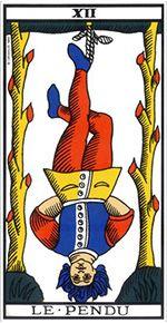 Le Pendu représente un individu déconnecté du réel. Les pieds suspendus à un arbre, il est insouciant et rêveur.