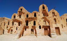 Graneros de Adobe Los Bereberes los utilizan como despensa para guardar la comida fresca en el desierto durante todo el año (y Hollywood para grabar escenas de Star Wars). — en Ksour, Túnez