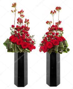 Oficial arranjo floral clássico em um vaso de vidro alto preto