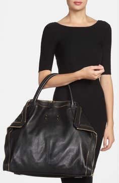 Free shipping and returns on Alexander McQueen 'Large De Manta' Tote at Nordstrom.com. Gleaming zip teeth graze a lustrous leather tote for couture style with a hint of edge—while fold-over corners create a silhouette with truly magnetic appeal.