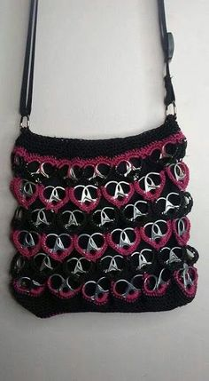 Resultado de imagen para pontos para usar em lacre de latinha Pop Top Crafts, Can Tab Crafts, Crochet Handbags, Crochet Purses, Pop Tab Purse, Diy Crochet, Crochet Crafts, Crochet Projects, Pop Can Tabs