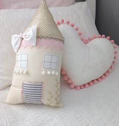 """76 curtidas, 6 comentários - K I D S R O O M D E C O R (@miss_angel_ilaria) no Instagram: """"One of my newest creations. Little cottage pillows are all unique and individual making them extra…"""" Baby Pillows, Throw Pillows, Baby Doll Bed, Home Room Design, Diy Sofa, Sewing Projects For Kids, Sewing Toys, Diy Arts And Crafts, Baby Crafts"""