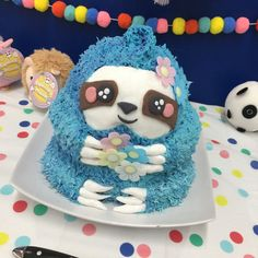 Sloth Chocolate Ripple Cake with Betty Crocker Frosting, Dr Oetker Icing Features and Wafer Flowers. Elsa Birthday Cake, Baby Girl Birthday Cake, Unicorn Birthday Parties, Birthday Ideas, Cupcake Icing, Cupcake Cakes, Cute Cakes, Yummy Cakes, Sloth Cakes