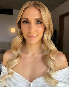 """Jody Callan Hair on Instagram: """"Modern soft glam wave 🤍 For the luxe bride who loves a wave that is modern yet polished Bride @jesskarr Hair @jodycallanhair Glow…"""" Glow, Waves, Polish, Bride, Hair Styles, Modern, Instagram, Wedding Bride, Hair Plait Styles"""