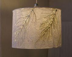 Lampenschirm aus selbstgeschöpftem Papier mit Schachtelhalm - by Buchkleid: Handgeschöpfte Papiere