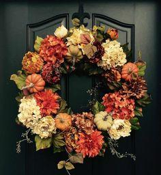 Jesenný veniec na dvere na 45 spôsobov. Ktorý by ste si vybrali vy? - sikovnik.sk Elegant Fall Wreaths, Autumn Wreaths For Front Door, Diy Fall Wreath, Door Wreaths, Ribbon Wreaths, Yarn Wreaths, Tulle Wreath, Floral Wreaths, Burlap Wreaths