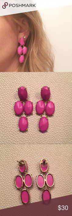 Kendra Scott Steph Chandelier Earrings in Magenta Beautiful Magenta Pink Steph Chandelier Kendra Scott Earrings in excellent condition. Only have worn them twice. They have the gold setting. Kendra Scott Jewelry Earrings