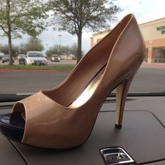 I may not appreciate Jessica simpson as an artist, but MAN can she come up with a great shoe line!