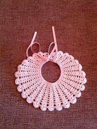 Resultado de imagen de baberos ganchillo Crochet Baby Bibs, Crochet Baby Jacket, Crochet Baby Clothes, Crochet Girls, Crochet Flower Patterns, Baby Patterns, Crochet Hat Tutorial, Modern Quilt Blocks, Rainbow Crochet