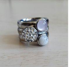Mijn dagelijkse sieraden zijn mijn Jawbone en mijn Michael Kors horloge, eigenlijk ben ik wel toe aan een leuke toevoeging en kwam het merk Melano tegen.