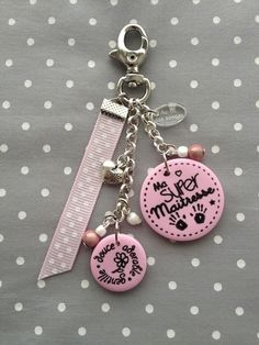 Discover recipes, home ideas, style inspiration and other ideas to try. Diy Keychain, Keychains, Biscuit, Key Chain Holder, Polymer Clay Miniatures, Bijoux Diy, Stationery Craft, Key Fobs, Little Gifts