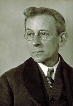 Lewis Hine selfportrait. Lewis Wickes Hine (September 26, 1874 – November 3, 1940) was an American sociologist and photographer. Hine used his camera as a tool for social reform. His photographs were instrumental in changing the child labor laws in the United States