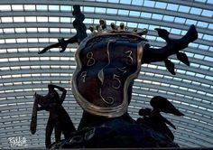 """""""La Noblesse du Temps"""" (Œuvre deSalvador Dalí) trône sur le quai n°1 de la Gare des Guillemins... Surréaliste!Expo Dali."""