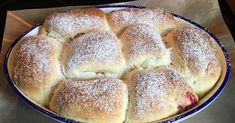 Buchteln - As formerly with grandma- Buchteln – Wie früher bei Oma Buchteln – As formerly at Grandma of Kati A Thermomix ® recipe from the category baking sweet on www.de, the Thermomix® Community. Pampered Chef, Tumblr Food, Thermomix Desserts, Evening Meals, Food Cakes, Food Items, Hot Dog Buns, Fall Recipes, Food And Drink