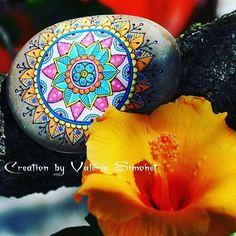 Galet peint - mandala Hand painted pebble - mandala  #handmade #handpainted #faitmain #paintedpebble #paintedpebbles #galetpeint #stone #stonepainted #stonelover #stonelovers #handmadewithlove #gift #rock #pebble #pebbles #painting #mandala #doodle  https://www.etsy.com/fr/shop/GaiaCreationFR https://www.facebook.com/GaiaCreationByValerieSimonet