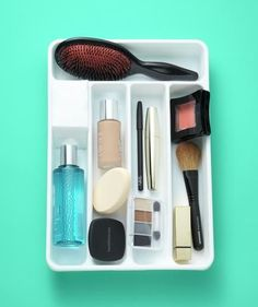 Silverware Holder as Bathroom Drawer Organizer | Use a utensil tray in your bathroom drawer to keep small items like tweezers, nail clippers, and makeup brushes organized.
