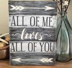 Would you like to start decorating your home with some DIY wooden signs? These signs can add a lot of personality to each room, especially if you take the time to make them on your own. Why purchas… Pallet Crafts, Pallet Art, Diy Pallet Projects, Wood Projects, Woodworking Projects, Pallet Ideas, Wooden Crafts, Rustic Wood Crafts, Pallet Home Decor
