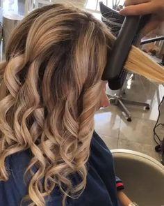 Ghd platinum+ black styler with 3 year warranty - Haare - Cheveux Medium Hair Styles, Short Hair Styles, Hair Medium, Medium Brown, Loose Curls Medium Length Hair, Loose Waves Hair, Medium Blonde, Bun Styles, Curl Hair With Straightener