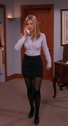Rachel from Friends need this outfit for job interviews