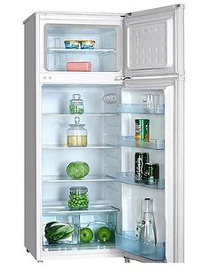 This brand new free standing fridge freezer comes with 1 year parts and labour warranty, finished in pure white. Features auto defrost, manual controls and an A plus energy efficiency. Good value.