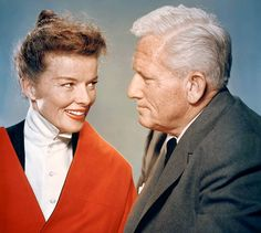 Fascinating article on story of Spencer and Louise Tracy, and Katharine. Katharine Hepburn and Spencer Tracy in Desk Set Hollywood Cinema, Hollywood Actor, Golden Age Of Hollywood, Hollywood Stars, Classic Hollywood, Old Hollywood, Cinema Cinema, Vintage Movie Stars, Old Movie Stars