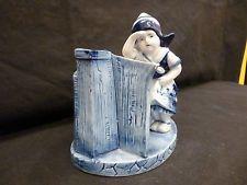 """Schöne, alte Porzellan-Figur  """"Mädchen am Tor"""""""