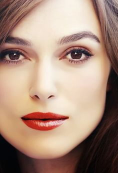 time for a giant face photo. Keira Knightley Makeup, Keira Christina Knightley, Face Photo, Most Beautiful Women, Beautiful Eyes, Woman Face, Hollywood Actresses, Pretty Face, Pretty Woman