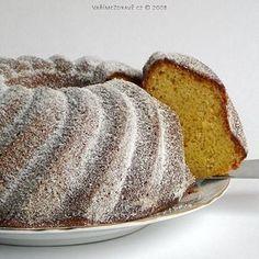 Bábovku lze upéci i z mouky celozrnné, kvalitního tuku a bez bílého cukru. Zde je na mírné oslazení použit ovocný cukr fruktóza, ale i jeho množství je proti původnímu množství bílého cukru sníženo na dvě pětiny. I prášek do pečiva je vyměněn za bezfosfátový.