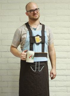 We're so excited to introduce our full line of Oktoberfest aprons this month. This Bavarian Leder-apron has the traditional colors of the Bavarian flag and a festive glass of beer to set the tone for grilling... and prosting!