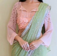 Looking for blouse designs photos? Here are our picks of 30 trending saree blouse models that will blow your mind. Stylish Blouse Design, Fancy Blouse Designs, Bridal Blouse Designs, Blouse Neck Designs, Dress Designs, Saree Blouse Models, Saree Blouse Patterns, Designer Blouse Patterns, Floral Patterns
