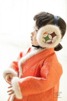Korean Traditional Dress, Traditional Fashion, Traditional Dresses, Toddler Fashion, Kids Fashion, Modern Hanbok, Asian Doll, Korean Dress, Chinese Style